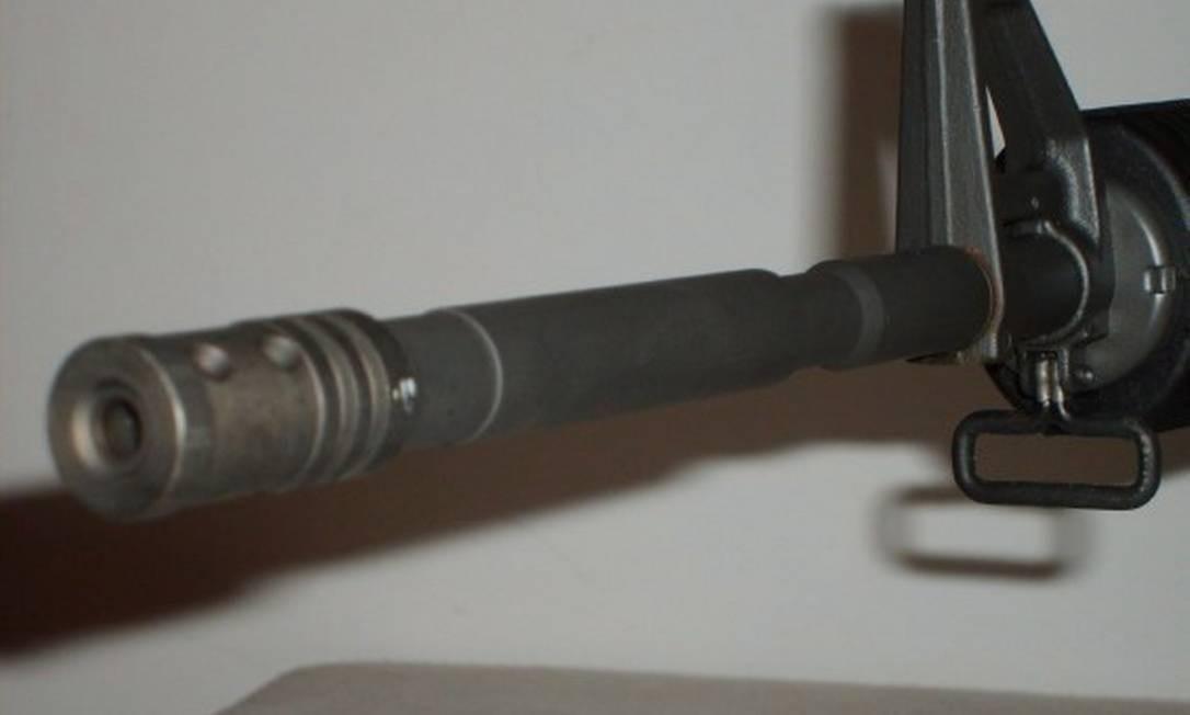 Imagem do rifle AR-15, usado em muitos dos massacres ocorridos nos EUA Foto: Infoglobo