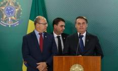 Wilson Witzel, Flavio Bolsonaro e o presidente Jair Bolsonaro num evento em junho quando ainda se consideravam aliados: desavenças estão ligadas a disputas eleitorais Foto: Daniel Marenco / Agência O Globo