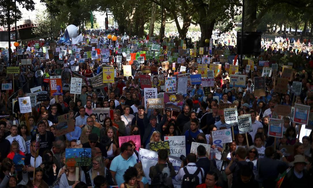 """Mnifestantes participam do protesto """"Sextas-feiras para o futuro"""" em Londres, Inglaterra Foto: HANNAH MCKAY / REUTERS"""