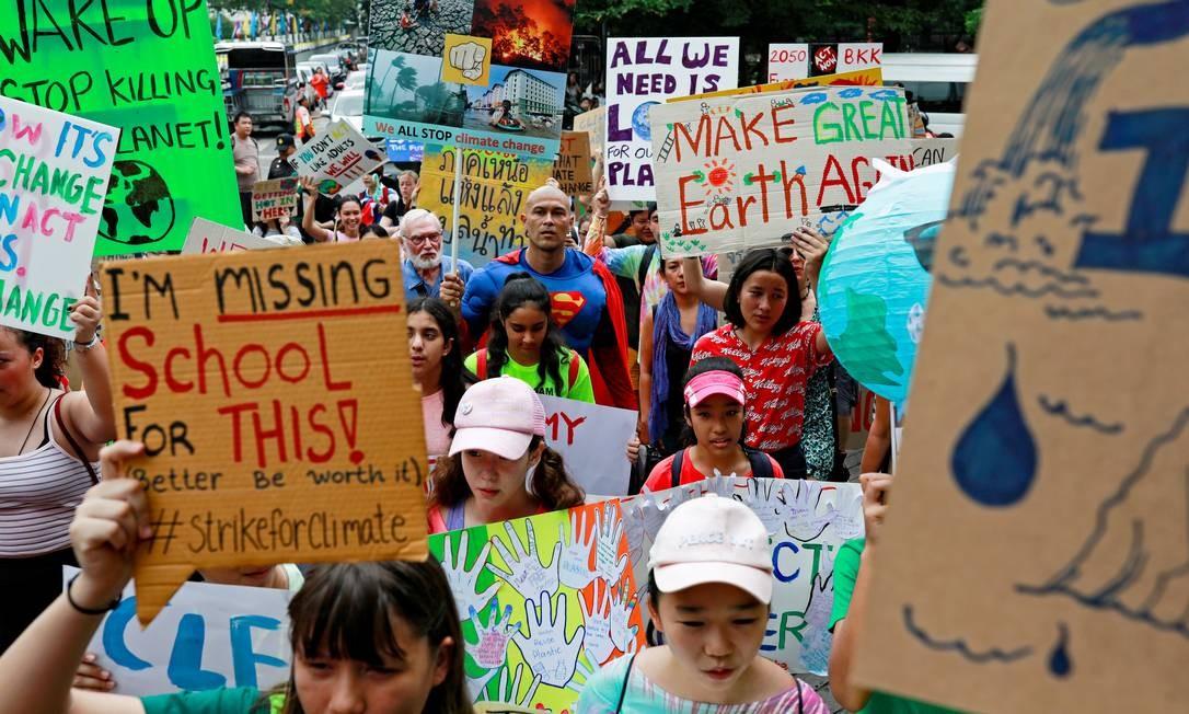 O protesto am Bangcoc, Tailândia, contra as mudanças no climáticas perto do Ministério de Recursos Naturais e Meio Ambiente em Bangcoc, Tailândia, em 20 de setembro de 2 Foto: Soe Zeya Tun / REUTERS/
