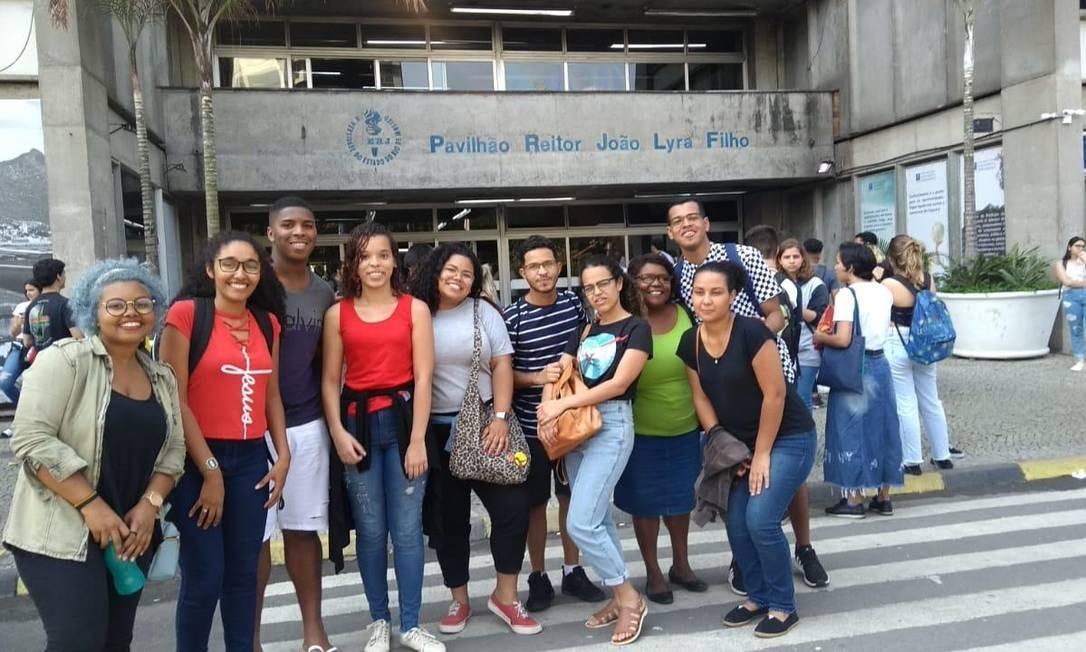 Estudantes do pré-vestibular comunitário Nica-Jacarezinho (Núcleo Independente Comunitário de Aprendizagem) Foto: Arquivo pessoal