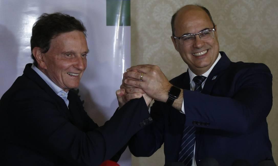 Crivella e Witzel em junho no Palácio Guanabara, quando estavam próximos: aliança em 2020 cada vez mais distante Foto: Marcos de Paula / Divulgação/ Prefeitura