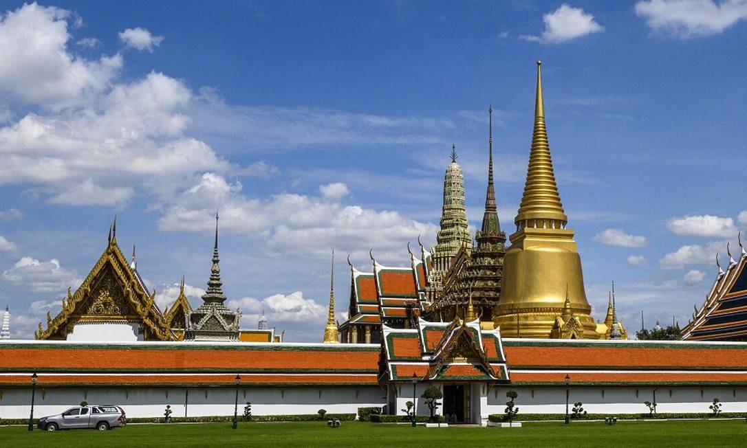 Um dos programas imperdíveis de Bangcoc, a capital da Tailândia, é o Grande Palácio Real, que foi sede da monarquia local entre os séculos XVIII e XX Foto: MLADEN ANTONOV / AFP