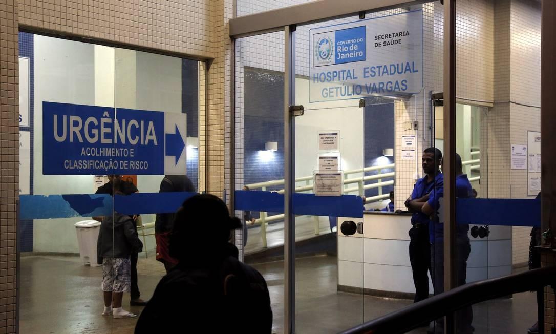 Entrada de urgência do Hospital Estadual Getúlio Vargas, na Penha Foto: Marcos de Paula / Agência O Globo