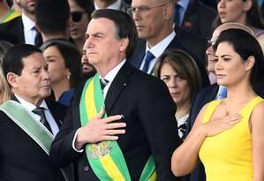 Primeira-dama Michelle Bolsonaro, ao lado do presidente Jair Bolsonaro, durante desfile de Sete de Setembro, em Brasília Foto: EVARISTO SA / AFP / 07-09-2019