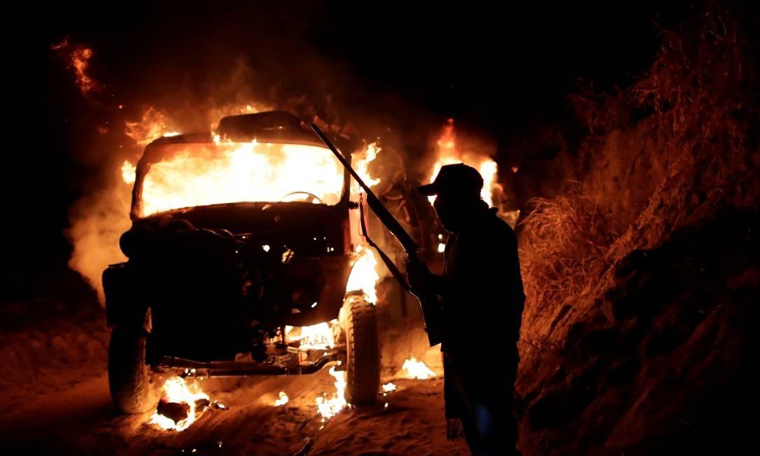 Carro usado pelos madeireiros é incendiado Foto: UESLEI MARCELINO / REUTERS