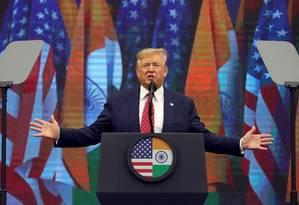 """Presidente dos EUA, Donald Trump, em evento na cidade de Houston. Trump diz que acusações de que teria pressionado a Ucrânia por uma investigação contra Joe Biden são um """"golpe com fins eleitorais"""" Foto: JONATHAN ERNST / REUTERS"""