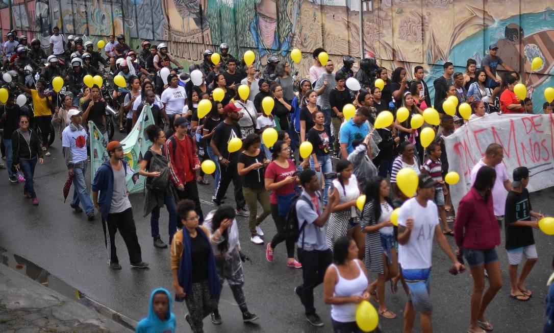 Protesto pela morte de Ágatha, 5ª criança morta em tiroteio no estado Foto: CARL DE SOUZA / AFP