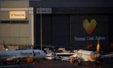 Aviões com o logotipo da Thomas Cook estacionados no aeroporto de Manchester, Manchester, Grã-Bretanha Foto: PHIL NOBLE / REUTERS