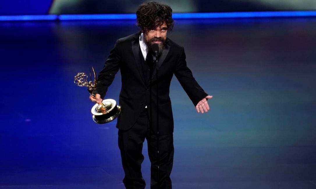 Peter Dinklage recebe estatueta de melhor ator coadjuvante po 'GoT' Foto: Mike Blake / REUTERS
