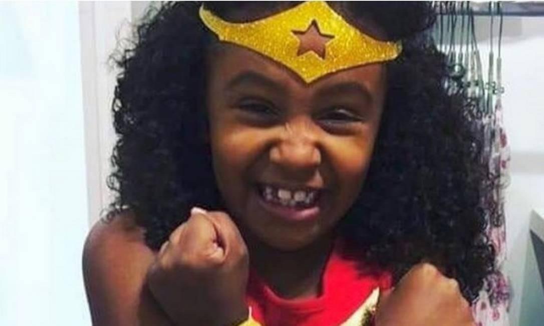Ágatha Vitória Sales Félix tinha 8 anos e levou um tiro nas costas no Complexo do Alemão na última sexta-feira. Contrariando a versão dos moradores, a Polícia Miitar diz que os agentes de segurança foram atacados por traficantes e, por isso, revidaram Foto: Instagram / Reprodução