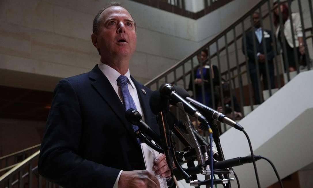 Presidente da Comissão de Inteligência da Câmara dos EUA, Adam Schiff, após sessão a portas fechadas com o corregedor da comunidade de inteligência, Michael Atkinson, na semana passada. Foto: ALEX WONG / AFP