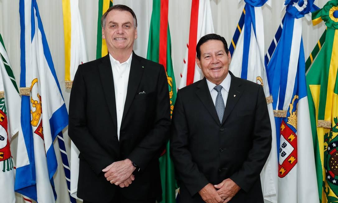 Presidente Jair Bolsonaro transmite cargo para o vice, Hamilton Mourão, antes de embarcar para NY Foto: Alan Santos / Divulgação