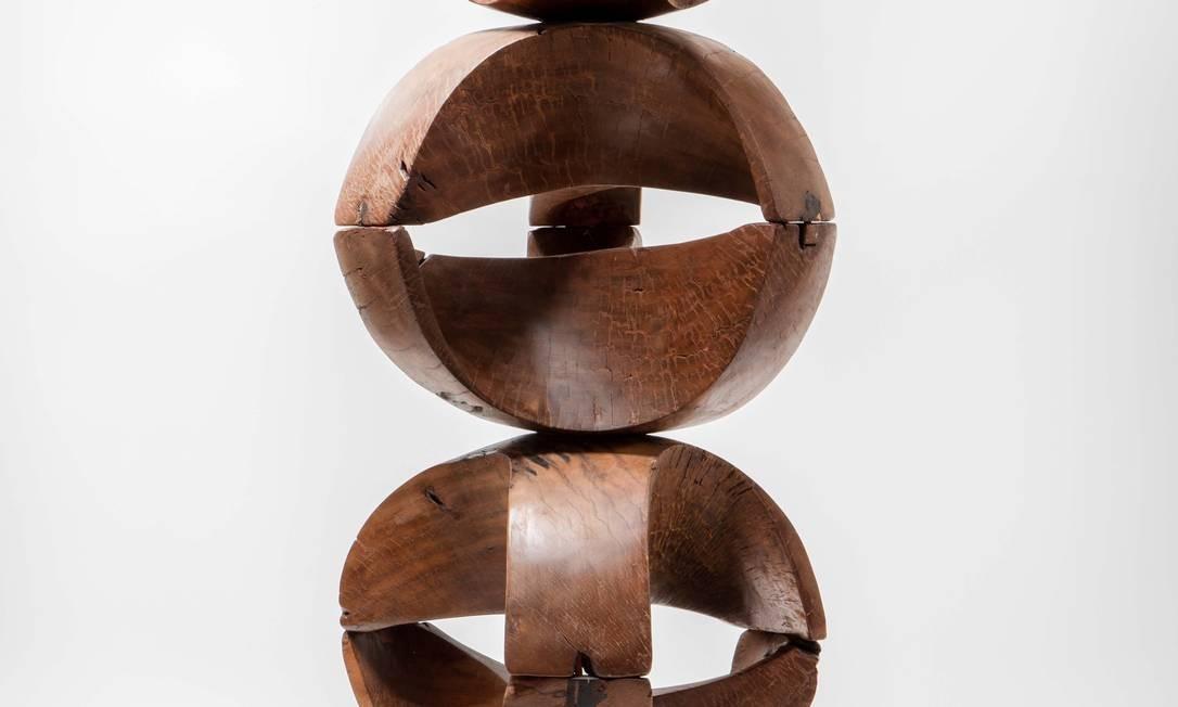 Escultura de Zanine Caldas, feita nos anos 1970: peça única de madeira pequi Foto: Divulgação/Andre Nazareth