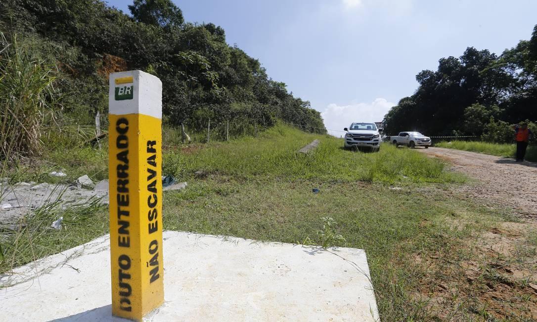 Oleoduto da Petrobras no bairro Parque Capivari, em Duque de Caxias, na Baixada Fluminense Foto: Pablo Jacob / Agência O Globo