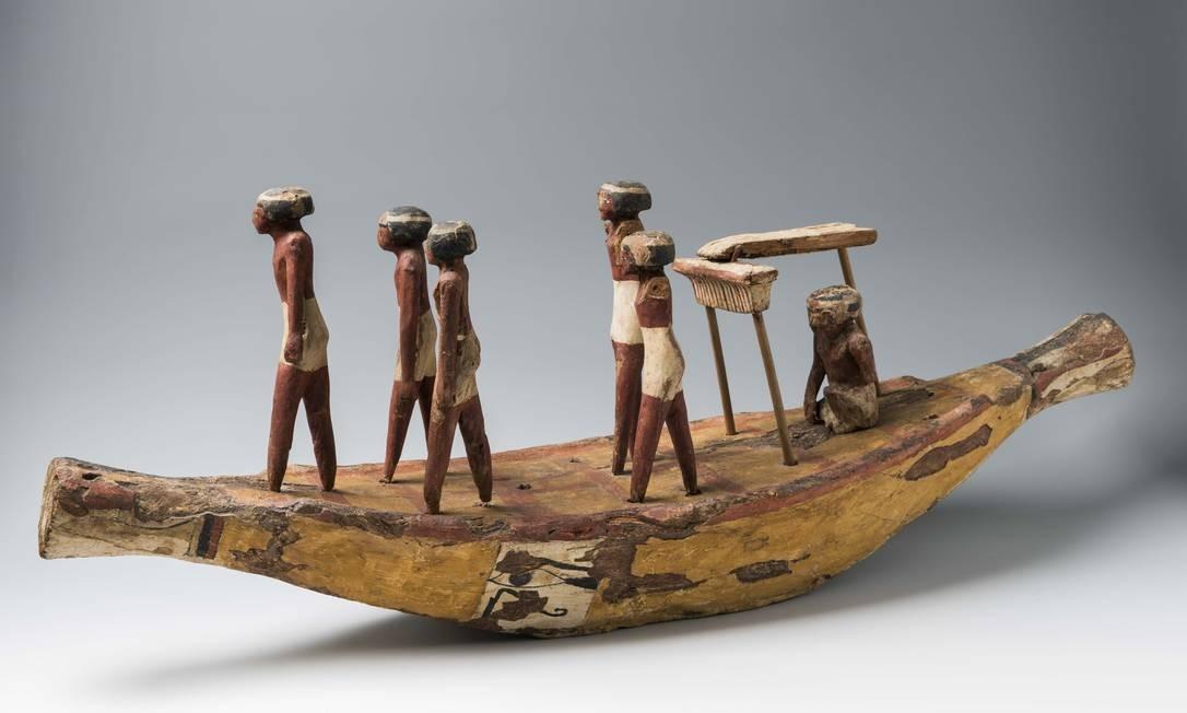 Modelo de embarcação com barqueiros Asyut, tumba de Mentuhotep e epwawetemhat (Tumba 2b), I Período Intermediário (2160-2055 a.C.) Foto: Divulgação/Museo Egizio