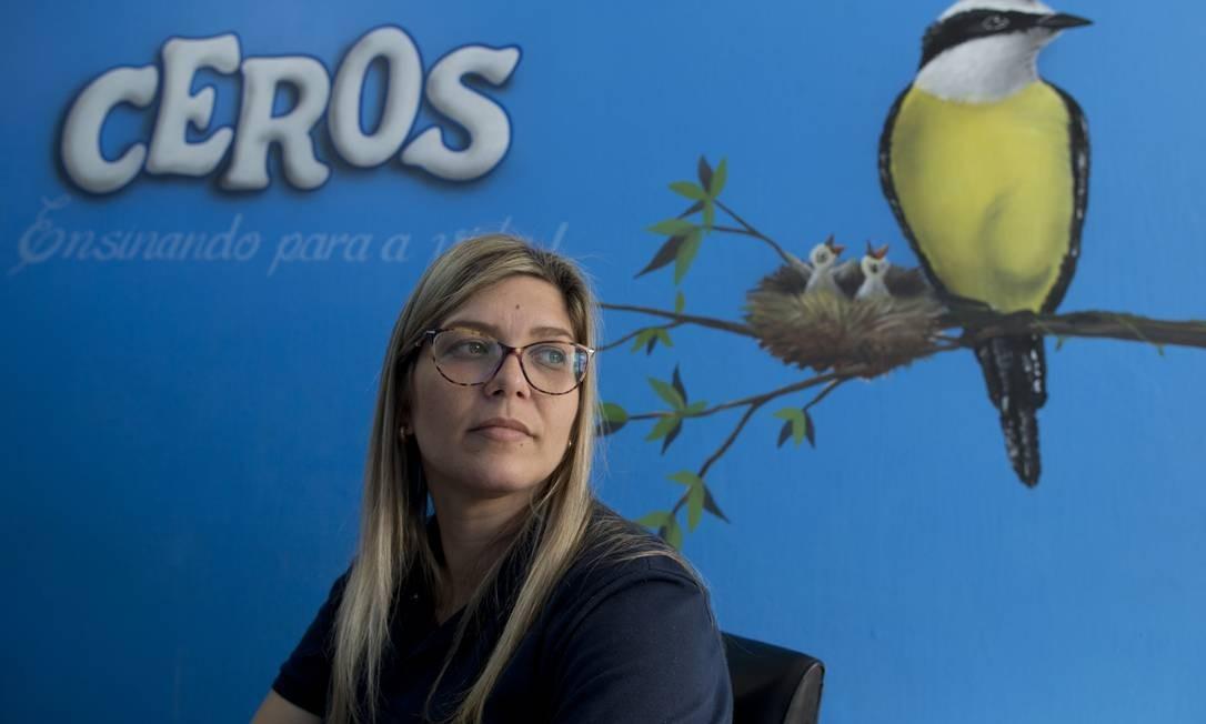 Luciana Soares, coordenadora da escola, trabalha na unidade há 10 anos. Segundo ela, Ágatha era uma criança tranquila e sempre carinhosa com todos Foto: Márcia Foletto / Agência O Globo