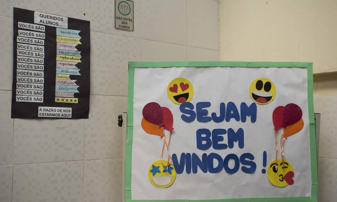 A menina foi matriculada na escola particular, no fim do ano passado, para iniciar as aulas em janeiro. Antes, ela era aluna de uma escola pública próxima à comunidade Foto: Márcia Foletto / Agência O Globo