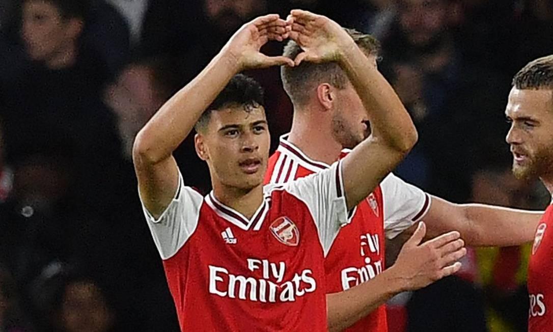 Martinelli comemora um dos gols pelo Arsenal Foto: BEN STANSALL / AFP