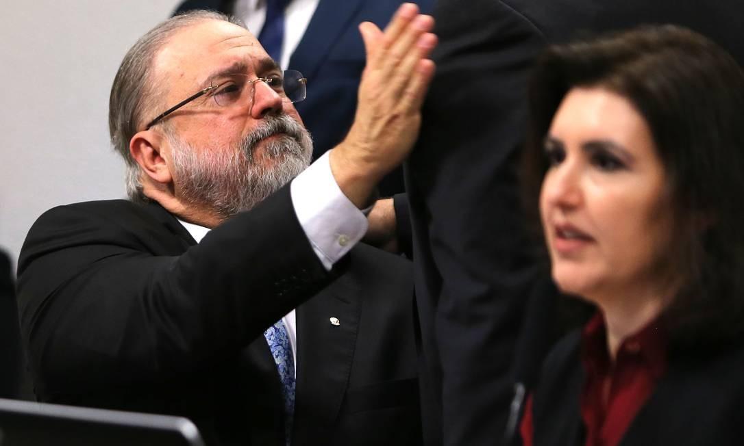 Augusto Aras ao lado da senadora Simone Tebet (MDB-MS), presidente da Comissão de Constituição e Justiça do Senado Foto: Jorge William / Agência O Globo