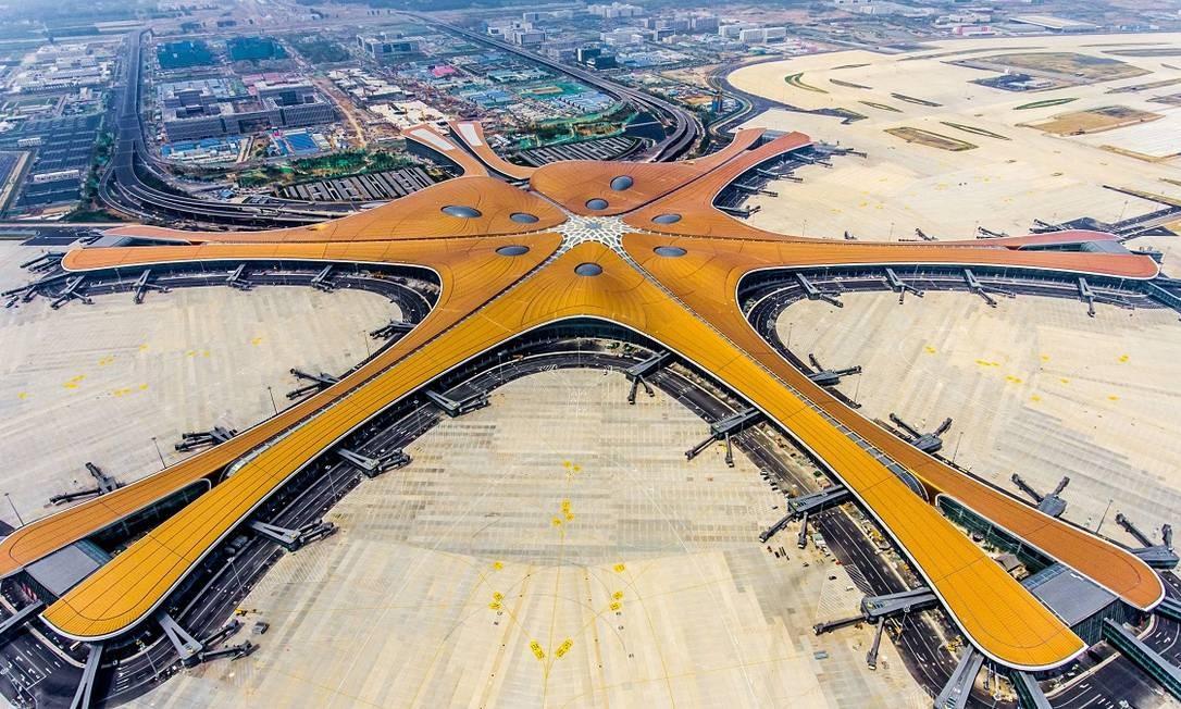 Construído em formato de uma estrela-do-mar, o Aeroporto Internacional Daxing, em Pequim, foi oficialmente inaugurado nesta quarta-feira, 25 de setembro Foto: STR / AFP