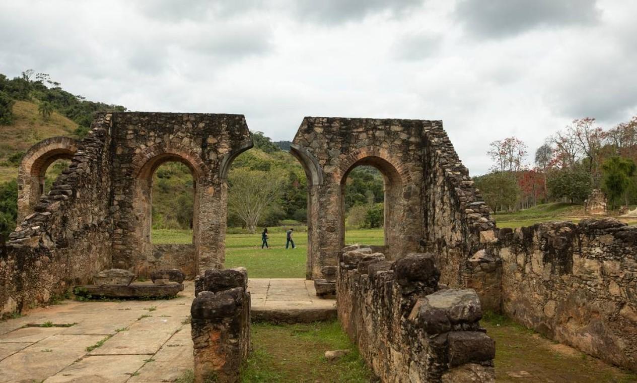 Ruínas e contato com a natureza no Parque Arqueológico e Ambiental de São João Marcos Foto: Brenno Carvalho / Agência O Globo