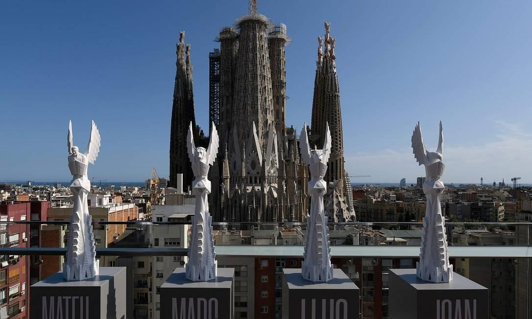 Os modelos das esculturas que serão colocadas no topo das colunas dedicadas aos evangelistas na Basílica de Sagrada Família, em Barcelona Foto: Lluis Gene / AFP