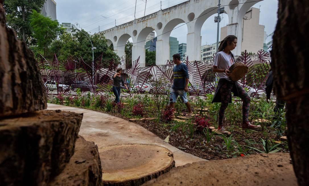 RI - Rio de Janeiro-RJ 25/09/2019 Fundição Progresso Rua dos Arcos, 24 Centro - Inauguração do Jardim de Chuva da Fundição - Agricultores urbanos desenvolveram um jardim voltado para a cidade e suas necessidades de escoamento da água da chuva Foto: Bruno Kaiuca / Agencia O Globo Foto: Bruno Kaiuca / Agência O Globo