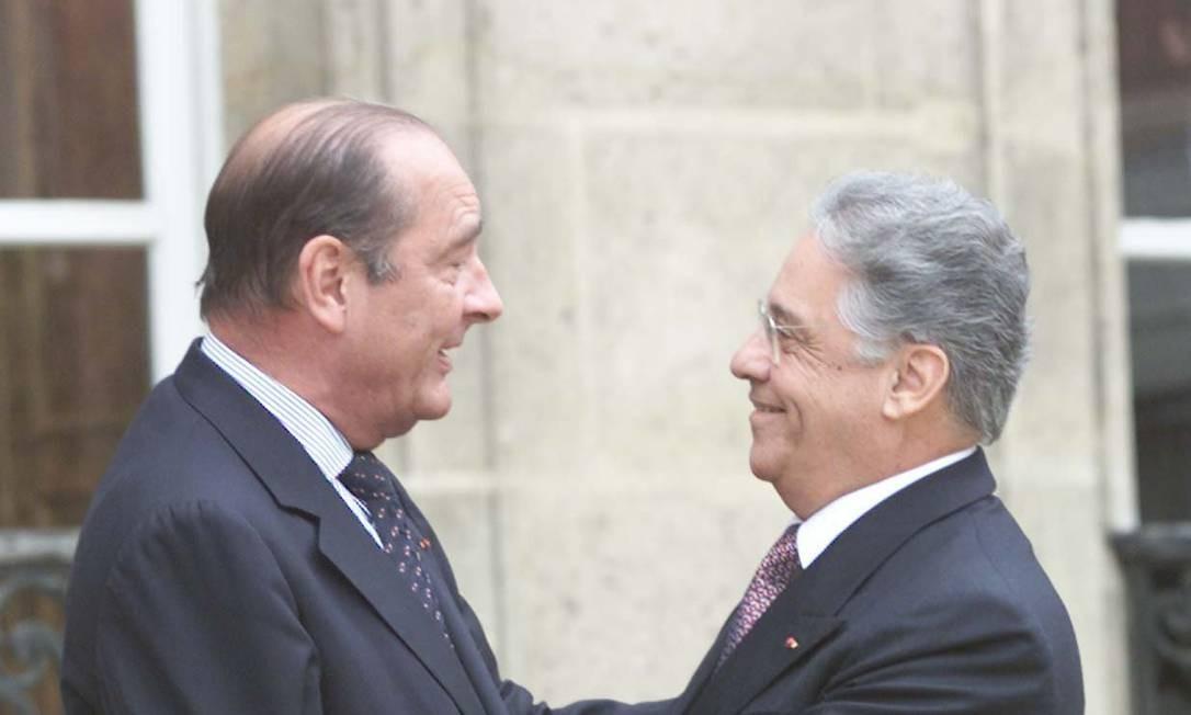 O ex-presidente Fernando Henrique Cardoso conversa com Chirac durante encontro no Palácio Eliseu, em Paris, em junho de 2006 Foto: Sergio Marques / PA - 05.06.2000