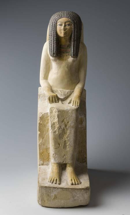 Estátua de mulher sentada. Necrópole de Tebas, Início da XVIII Dinastia (1550-1295 a.C.) Foto: Divulgação/Museo Egizio