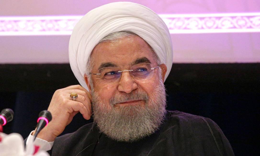 Hassan Rouhani, em entrevista coletiva em Nova York, voltou a afirmar que só vai negociar com os EUA se as sanções impostas contra o país forem retiradas Foto: KENA BETANCUR / AFP