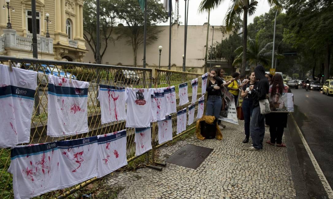 Mães de vítimas da violência fazem protesto em frente ao Palácio Guanabara Foto: Márcia Foletto / Agência O Globo