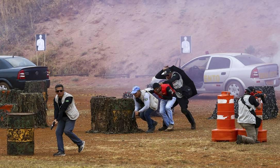 Membros do GSI treinam como agir em emboscada contra presidente Foto: Marcelo Camargo/Agência Brasil