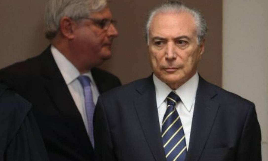 Rodrigo Janot e o ex-presidente Michel Temer, investigado na operação Lava-Jato Foto: André Coelho / Agência O Globo