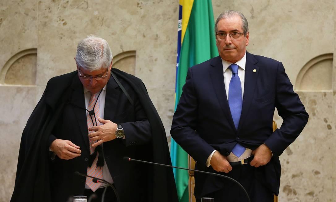 O ex-procurador-geral da República Rodrigo Janot e o ex-presidente da Câmara dos Deputados Eduardo Cunha, na cerimônia de abertura do ano judiciário de 2016 no Supremo Tribunal Federal (STF) Foto: Aílton de Freitas / Agência O Globo - 01/02/2016