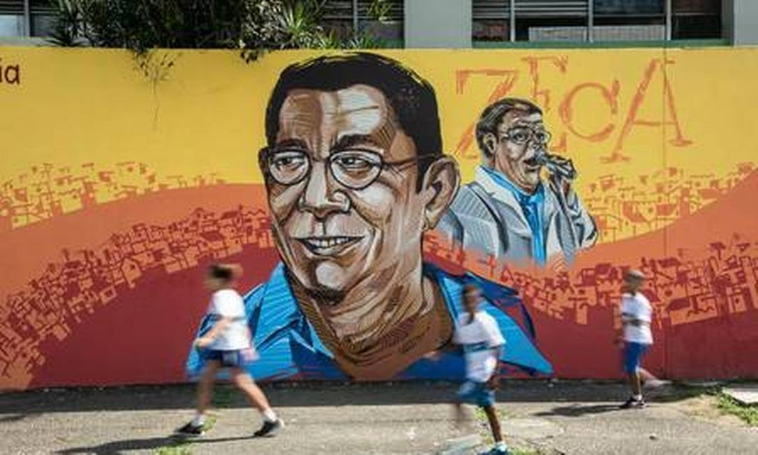 Painel no Ciep Adão Pereira Nunes, em Irajá: Zeca Pagodinho por Ramón Foto: Brenno Carvalho / Agência O Globo