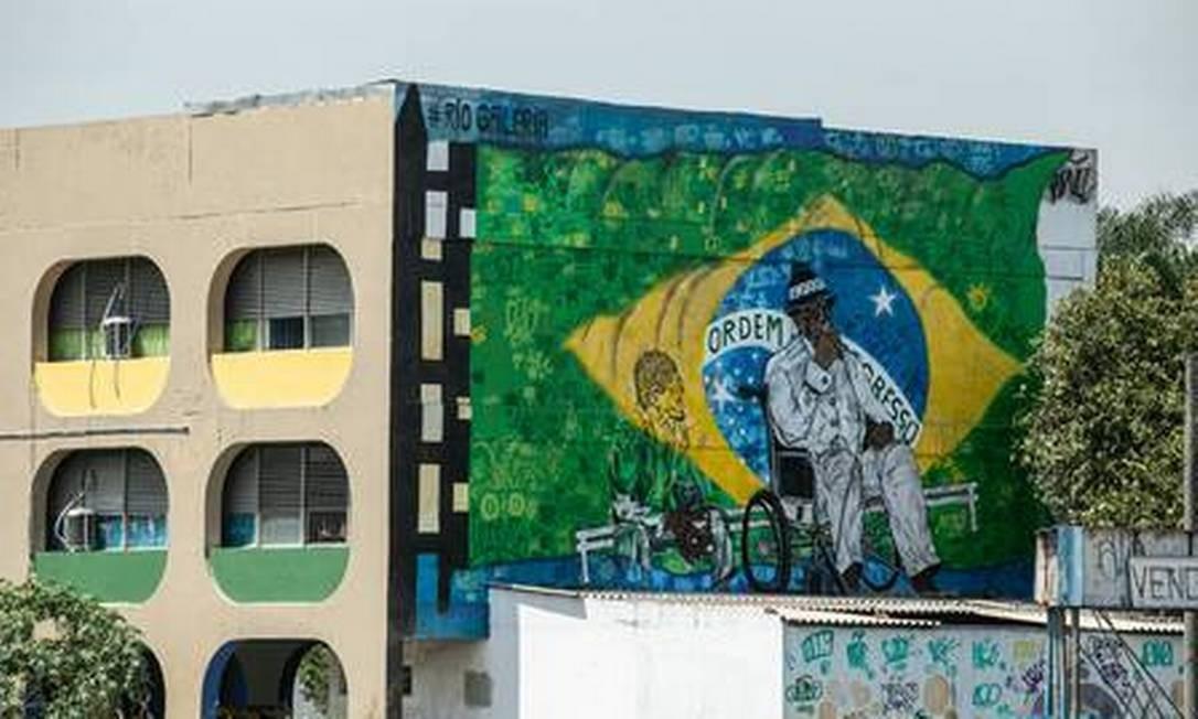 Em parede do Ciep Antônio Candeia Filho, em Acari: Candeia por André Rongo Foto: Brenno Carvalho / Agência O Globo