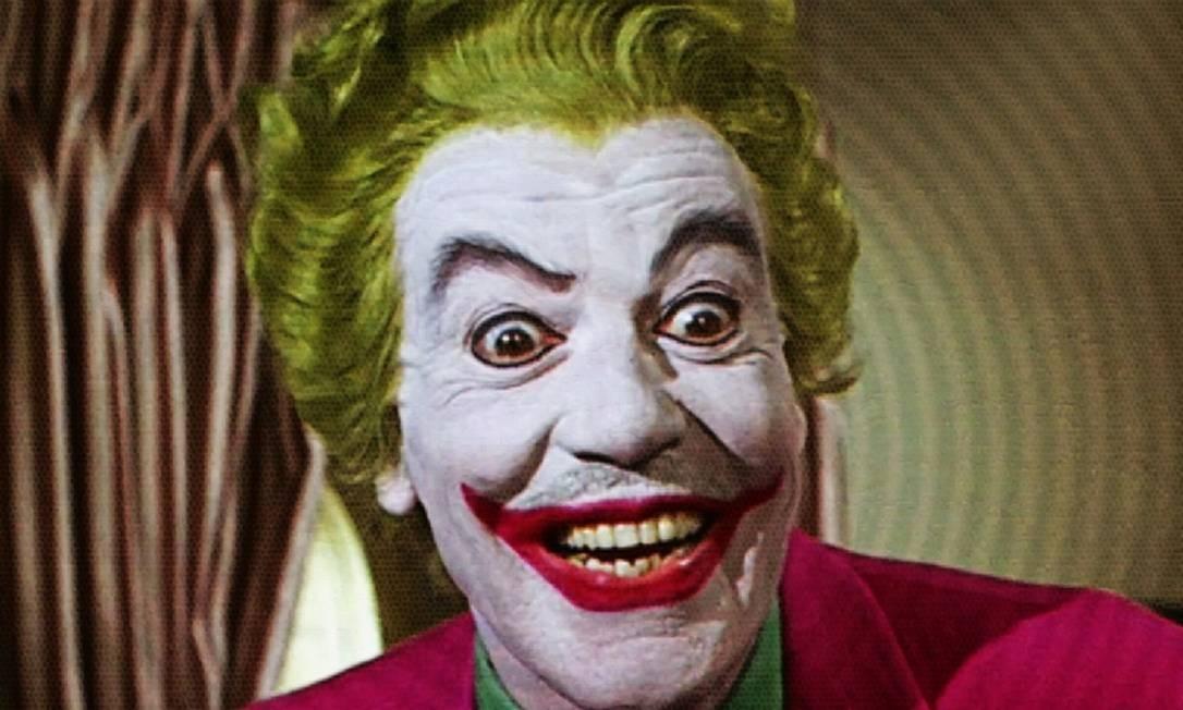 """Cesar Romero interpretou Coringa no seriado """"Batman"""", dos anos 1960. Seu vilão tinha, então, uma postura caricata, cômica. Em 1966, foi também ele que fez o papel em """"Batman: the movie"""" Foto: Reprodução"""