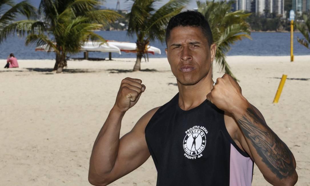 Cleyton Nunes na Praia de Icaraí, que sediará 31 combates Foto: Fábio Guimarães / Agência O Globo