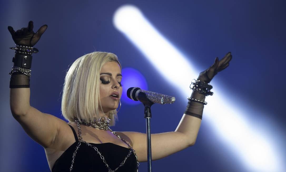 Mesmo com um público menor do que o de Alok, Bebe Rexha embala o público com hits no primeiro dia de Rock in Rio Foto: MAURO PIMENTEL / AFP