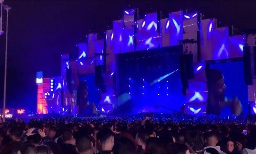 Iluminação e áudio incomodaram o rapper canadense Drake Foto: Reprodução/Internet