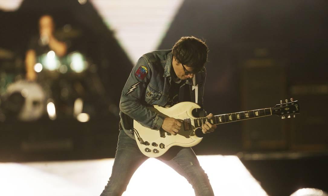 O vocalista Rivers Cuomo, do Weezer, que fez sua estreia no Rock in Rio Foto: Antonio Scorza / O Globo