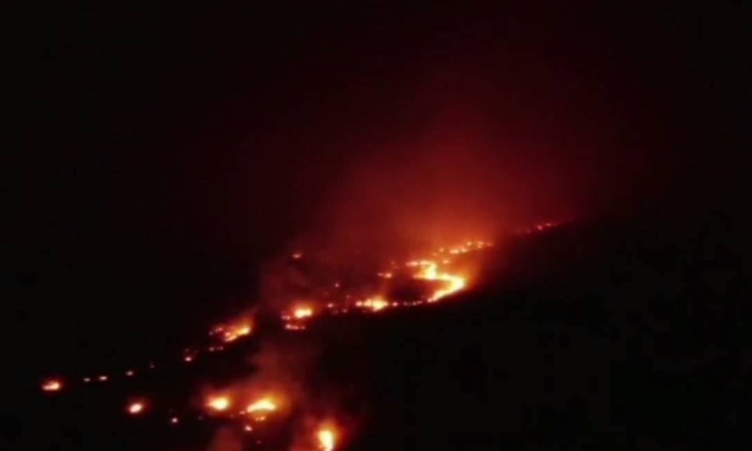 Fogo consome o Parque Nacional da Chapada dos Veadeiros, em Alto Paraíso de Goiás Foto: Reprodução/TV Anhanguera