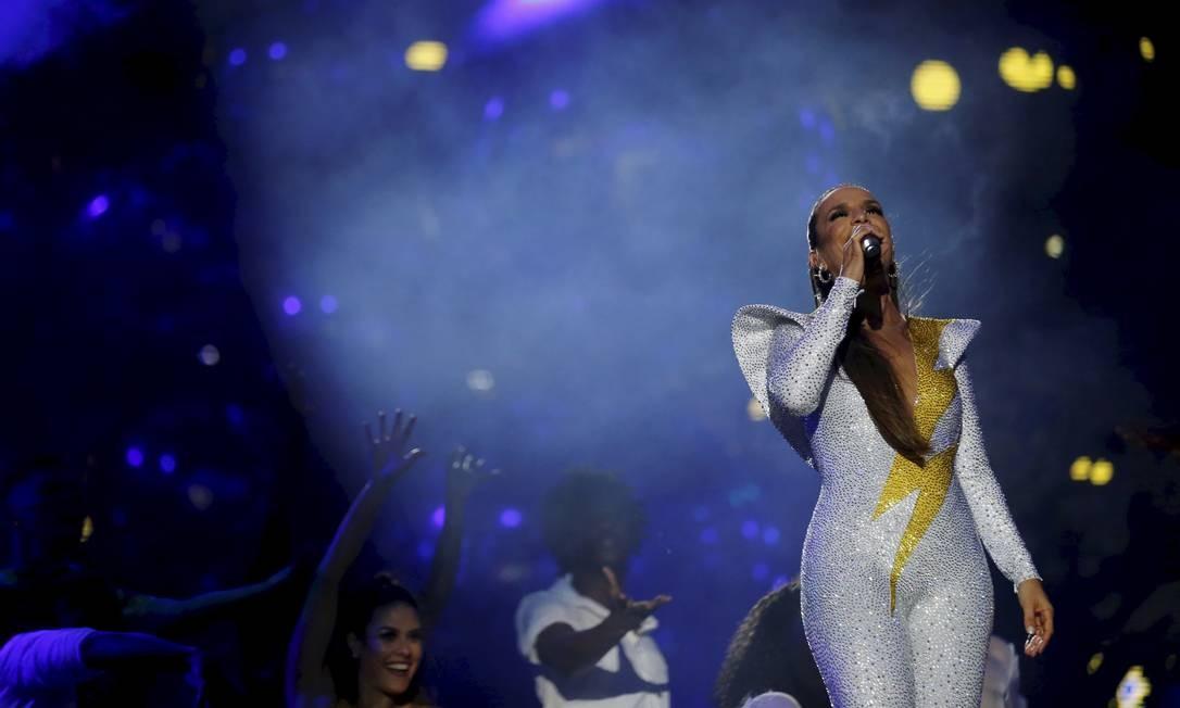 """""""Abalou"""", """"Sorte Grande"""" e """"Levada Louca"""" foram cantadas em uníssono pelo público Foto: MARCELO THEOBALD / Agência O Globo"""