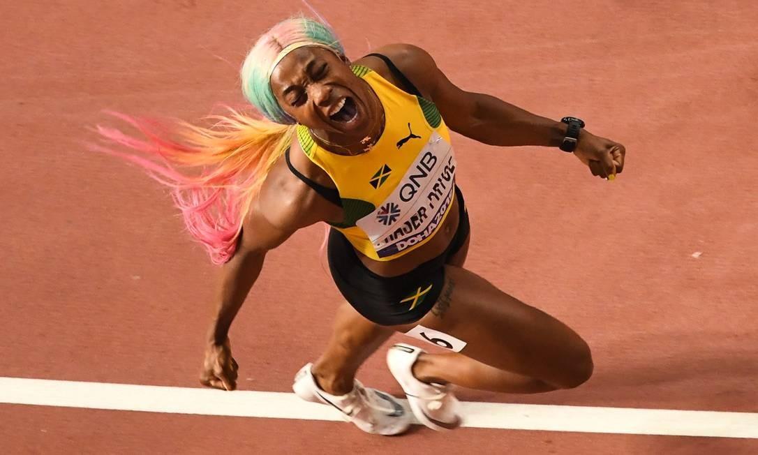 Shelly-Ann Fraser-Pryce reconquista o título mundial dos 100m dois anos depois de cancelar participação para ser mãe Foto: ANTONIN THUILLIER / AFP