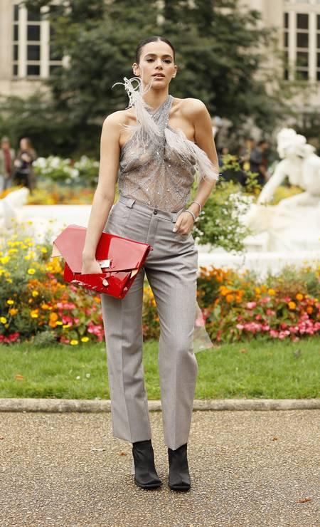 Bruna Marquezine na Maison Margiela Foto: Hanna Lassen / Getty Images