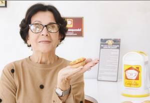 Alzira Gonçalves pode ser vista frequentemente dando orientações nas filiais da Casa da Empada e sempre está na loja da Muda, a mais antiga Foto: Divulgação