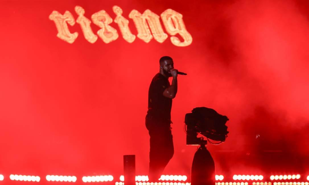 O rapper Drake durante seu show no Palco Mundo Foto: Foto de leitor /