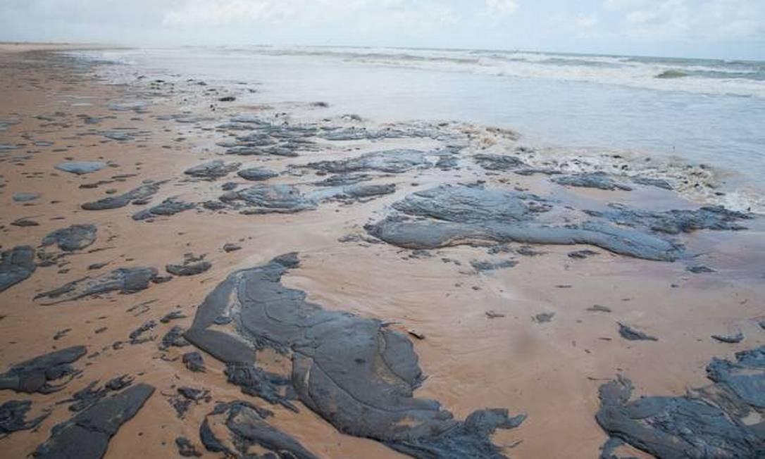 Óleo foi detectado em 109 praias, localizadas em 54 cidades de oito estados Foto: Governo do Sergipe/Divulgação
