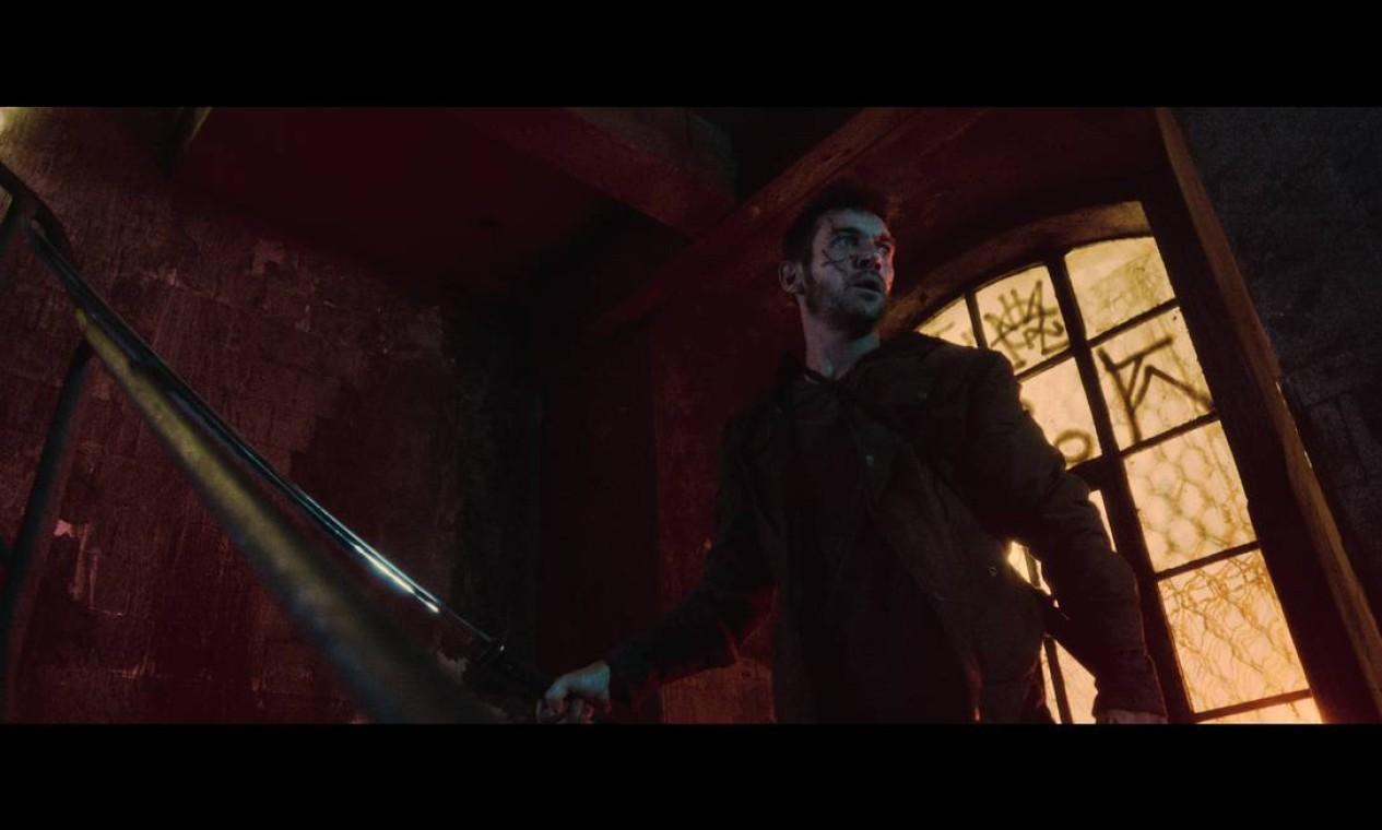 Em 'Princesa da Yakuza', Jonathan Rhys Meyer é um estrangeiro sem memória, que Akemi chama de Shirô e que passa a protegê-la Foto: Divulgação